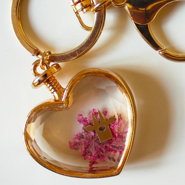 Köln Geschenke Schlüsselanhänger Herz mit Blume Köln pink